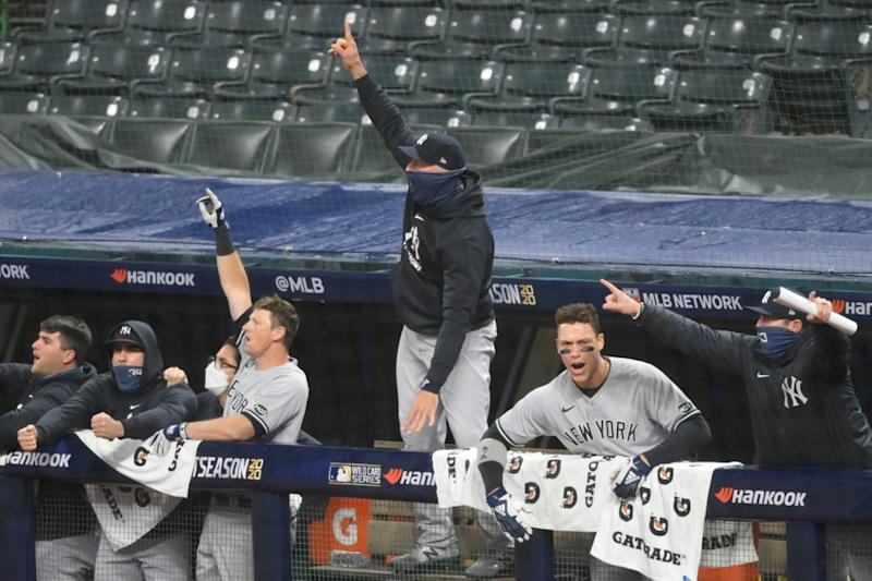 Yankees dugout celebrates after Gio Urshela home run