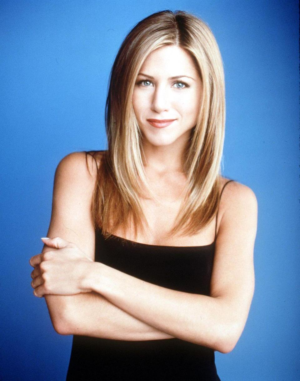 <p>For the 6th season of <em>Friends</em>, Jen went with a more timeless look featuring straight hair and long layers.</p>