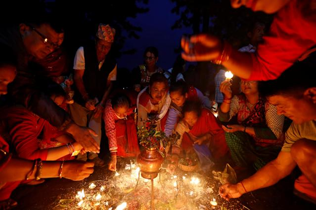 "<p>Devotees offer lamps as part of a ritual during ""Dashain"", a Hindu religious festival in Bhaktapur, Nepal, Sept. 30, 2017. (Photo: Navesh Chitrakar/Reuters) </p>"
