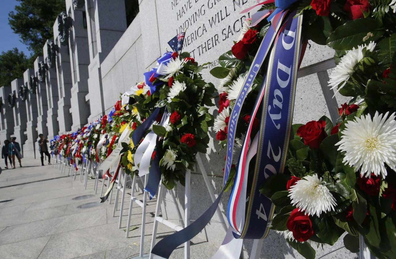 Wreaths are lined up at a ceremony at the National World War II Memorial on the 70th anniversary of the D-Day invasion of Europe on June 6, 1944, while in Washington, June 6, 2014. REUTERS/Larry Downing (UNITED STATES - Tags: MILITARY CONFLICT ANNIVERSARY)