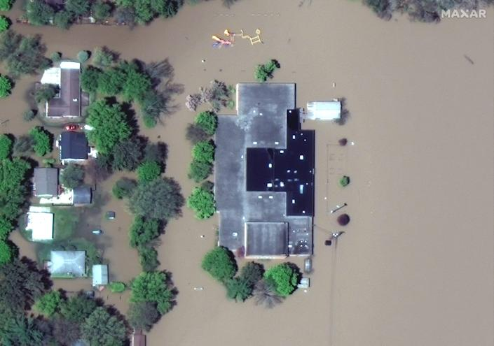 Maxar satellite imagery of Windover High School in west Midland, Michigan -- due to the Tittabawassee River flooding.