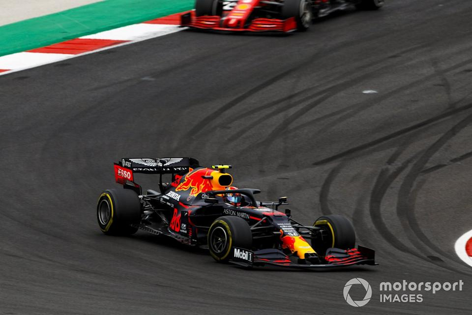 "Alex Albon, Red Bull Racing RB16, Sebastian Vettel, Ferrari SF1000<span class=""copyright"">Zak Mauger / Motorsport Images</span>"