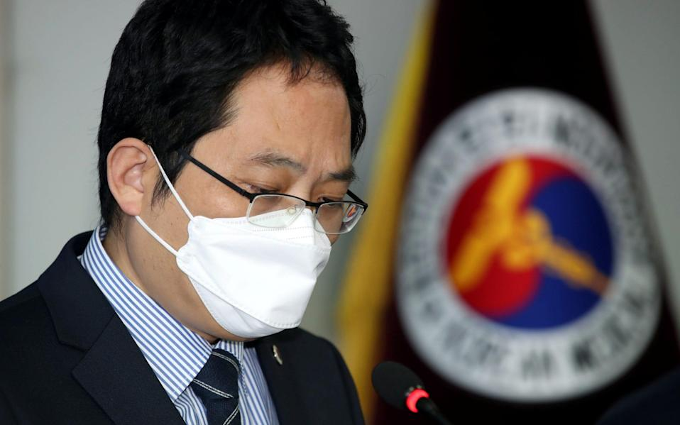 Choi Dae-zip, president of the Korean Medical Association, speaks during a news conference on the deaths of those who received this year's flu jab - YONHAP NEWS AGENCY/REUTERS