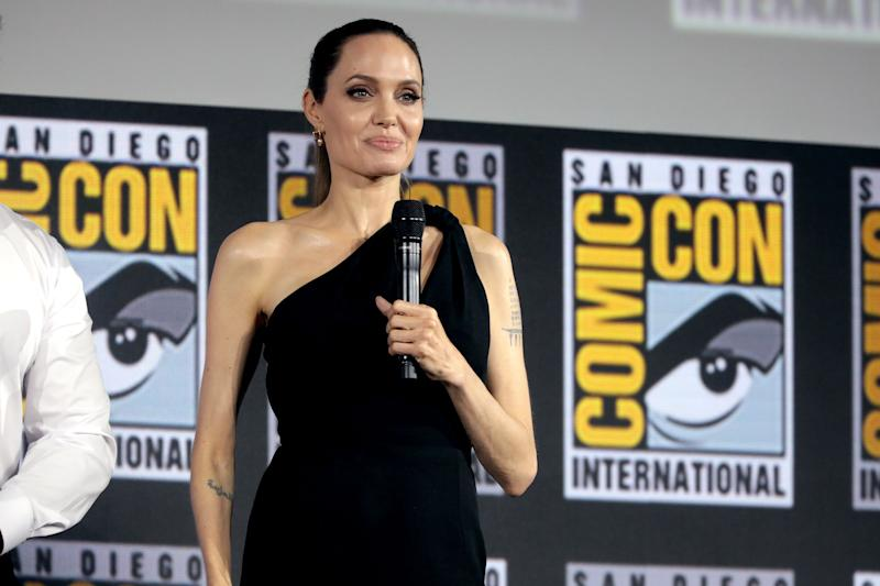 Angelina Jolie dazzles in a one-hand black dress as she gives a fantastic speech.