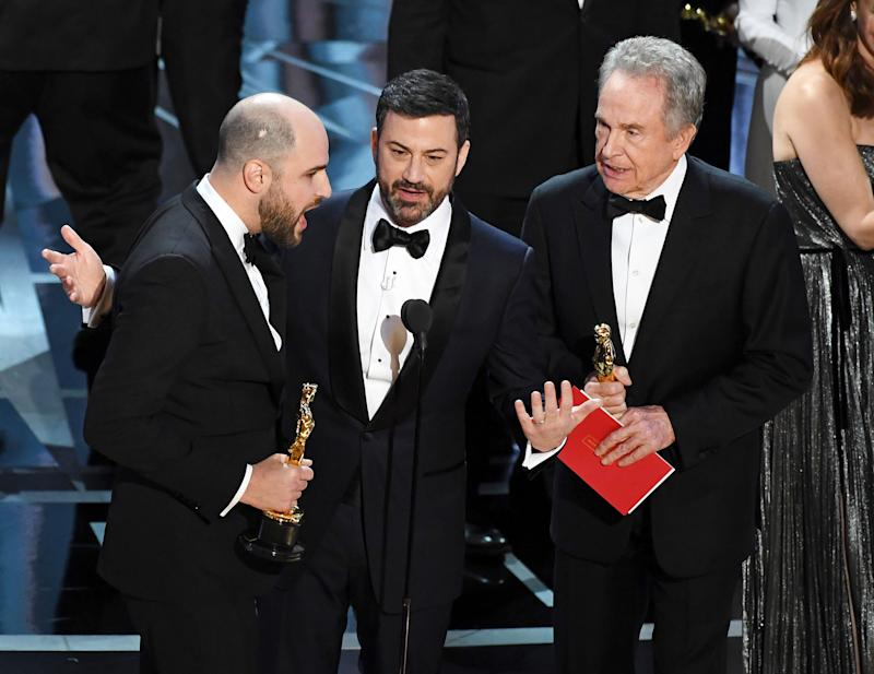 Oscars 2017: Most Awkward Moments, From #EnvelopeGate to Nicole Kidman's Meme-Worthy Clapping