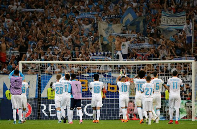 Soccer Football - Europa League Semi Final First Leg - Olympique de Marseille vs RB Salzburg - Orange Velodrome, Marseille, France - April 26, 2018 Marseille players applaud their fans after the match REUTERS/Jean-Paul Pelissier