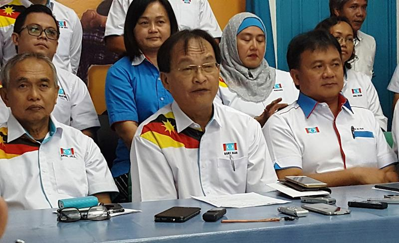 Sarawak PKR chairman Baru Bian (centre) speaks during a press conference after chairing the state PKR liaison committee meeting in Kuching May 19, 2018. — Picture by Sulok Tawie