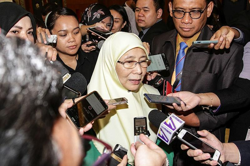 Wan Azizah said the figure only took applications into account and not whether they were approved. — Picture by Miera Zulyana