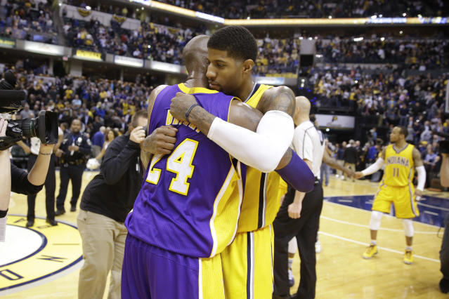 "<a class=""link rapid-noclick-resp"" href=""/nba/players/4725/"" data-ylk=""slk:Paul George"">Paul George</a> pays his respect to a Lakers legend. (AP)"
