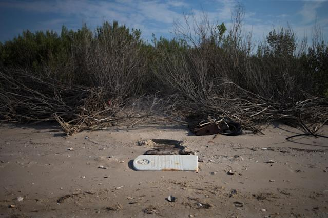 """<p>A tombstone lies on a beach in the """"Uppards,"""" part of Tangier Island, Virginia, Aug. 2, 2017. (Photo: Adrees Latif/Reuters) </p>"""