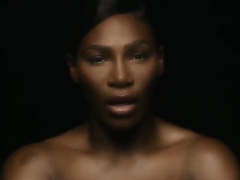 La tenniswoman en mode sexy, elle tombe le haut — Serena Williams