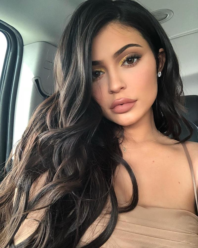 With perfectly tousled hair, Kylie Jenner poses for a casual car selfie with a look that lets her shimmering gold eyeshadow standout. Photo courtesy of Instagram.