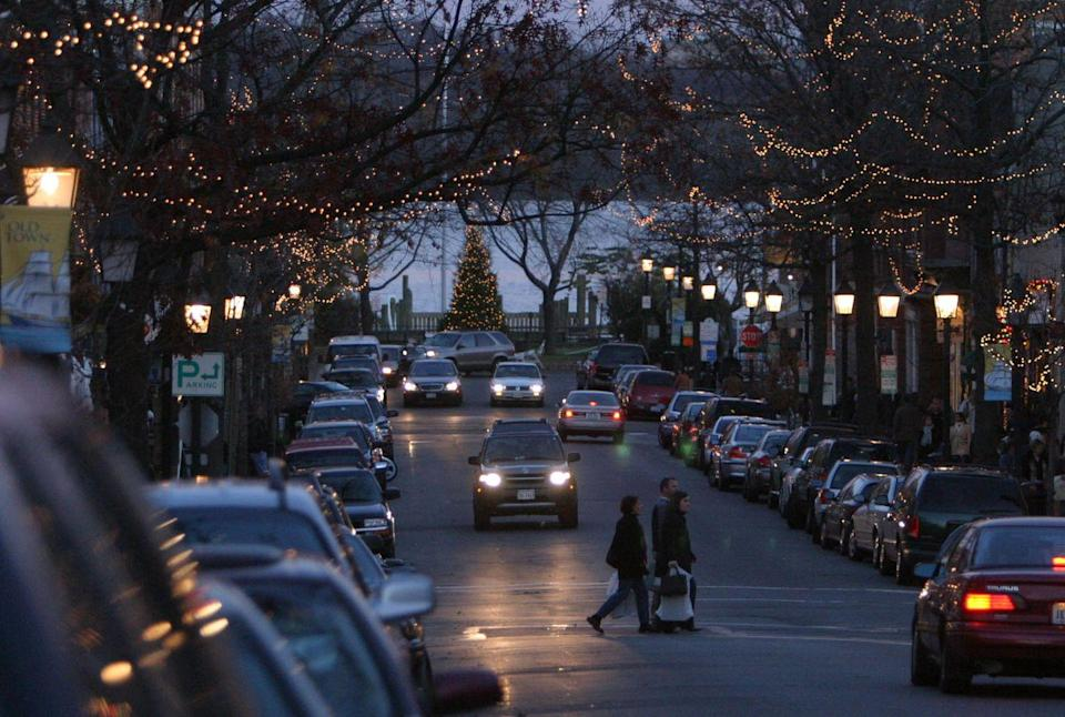 """<p>This small, old-school town lies on the waterfront just a few minutes outside of Washington D.C. Alexandria's Old Town is like a real-life Charles Dickens village that makes you feel like you're in Europe. <a href=""""https://www.visitalexandriava.com/event/christmas-at-mount-vernon/6235/"""" rel=""""nofollow noopener"""" target=""""_blank"""" data-ylk=""""slk:Christmas at Mount Vernon"""" class=""""link rapid-noclick-resp"""">Christmas at Mount Vernon</a>, <a href=""""https://www.visitalexandriava.com/event/ice-%26-lights%3a-the-winter-village-at-cameron-run/15782/"""" rel=""""nofollow noopener"""" target=""""_blank"""" data-ylk=""""slk:Ice and Lights: The Winter Village at Cameron Run"""" class=""""link rapid-noclick-resp"""">Ice and Lights: The Winter Village at Cameron Run</a>, and holiday markets are just a few ways the town celebrates Christmas, as well as its <a href=""""https://www.campagnacenter.org/scottishwalkweekend"""" rel=""""nofollow noopener"""" target=""""_blank"""" data-ylk=""""slk:Scottish Christmas Walk Weekend"""" class=""""link rapid-noclick-resp"""">Scottish Christmas Walk Weekend</a> and <a href=""""https://www.visitalexandriava.com/holidays/boat-parade/"""" rel=""""nofollow noopener"""" target=""""_blank"""" data-ylk=""""slk:Alexandria Holiday Boat Parade of Lights."""" class=""""link rapid-noclick-resp"""">Alexandria Holiday Boat Parade of Lights.</a></p>"""