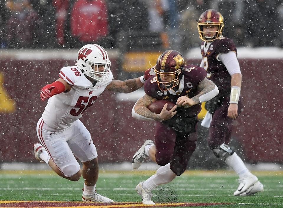 Wisconsin linebacker Zack Baun tackles Minnesota's Shannon Brooks during a game at TCF Bank Stadium on Nov. 30, 2019 in Minneapolis, Minnesota. (Photo by Hannah Foslien/Getty Images)