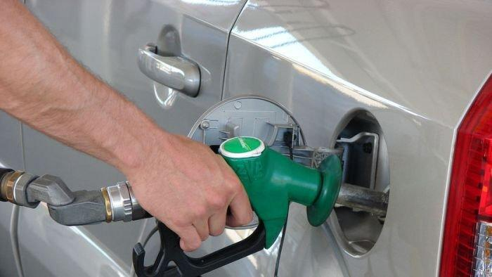 Lower petrol prices predicted for Christmas