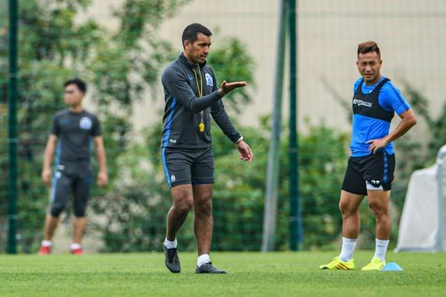 Guangzhou R&F coach Giovanni van Bronckhorst lost his first match in charge in China (AFP Photo/STR)