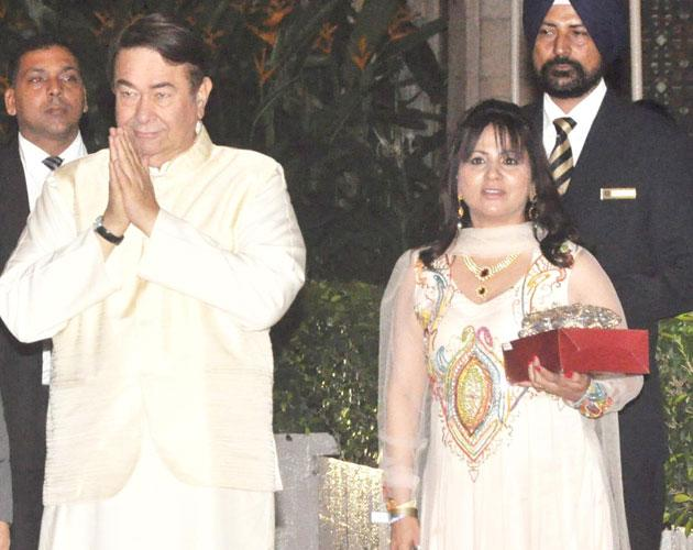 Randhir Kapoor waves to the media and thanks them for covering his daughter's wedding