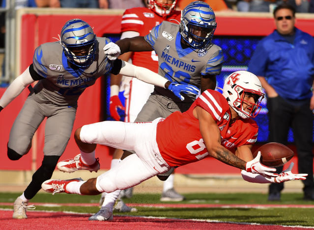 Houston wide receiver Tre'von Bradley, right, drops a pass in the end zone as Memphis defensive backs La'Andre Thomas, left, and Jacobi Francis watch during the first half of an NCAA college football game, Saturday, Nov. 16, 2019, in Houston. (AP Photo/Eric Christian Smith)