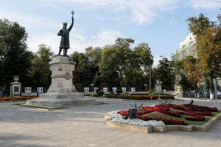 FILE PHOTO: A general view shows a monument to Stefan cel Mare, voivode (or prince) of Moldavia from 1457 to 1504, in central Chisinau, Moldova, October 9, 2016. REUTERS/Gleb Garanich/File Photo