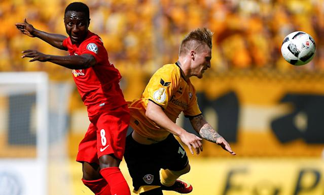 Football Soccer - Dynamo Dresden v RB Leipzig - German Cup (DFB Pokal) - DDV-Stadion, Dresden, Germany - 20/08/16. Dynamo Dresden's Marvin Stefaniak in action with RB Leipzig's Naby Deco Keita (L). REUTERS/Axel Schmidt DFB RULES PROHIBIT USE IN MMS SERVICES VIA HANDHELD DEVICES UNTIL TWO HOURS AFTER A MATCH AND ANY USAGE ON INTERNET OR ONLINE MEDIA SIMULATING VIDEO FOOTAGE DURING THE MATCH.