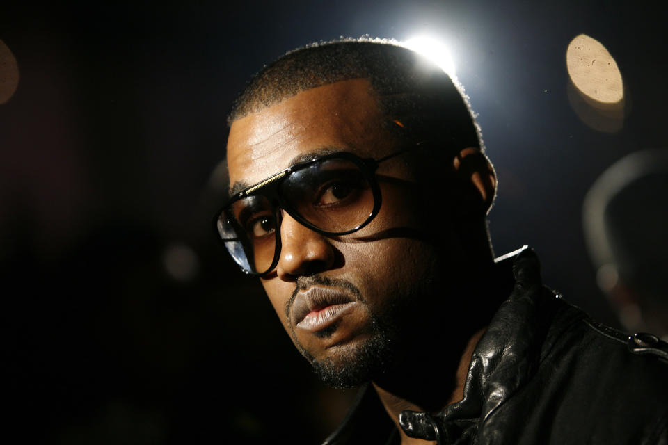Musician Kanye West arrives at the Ghita 2008 collection during New York Fashion Week September 11, 2007. REUTERS/Eric Thayer (UNITED STATES)
