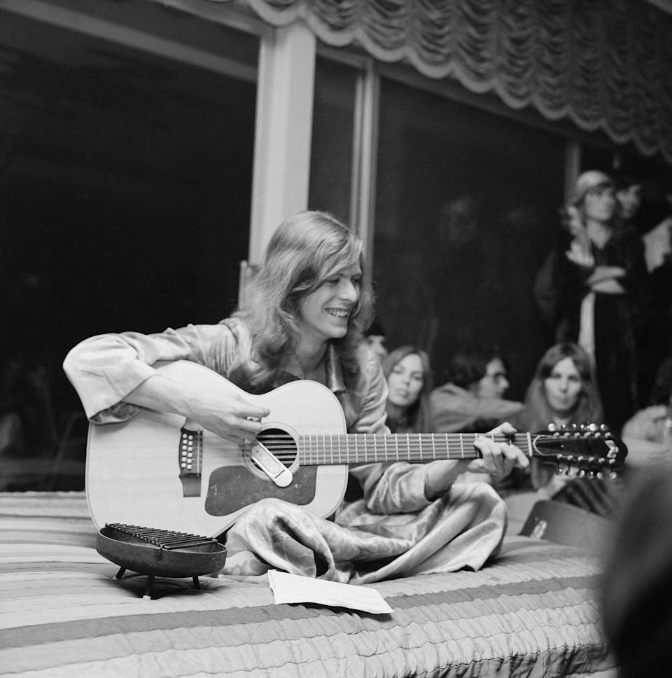 <p>David Bowie jams at a party thrown by publicist and future nightclub impresario and DJ Rodney Bingenheimer at lawyer Paul Figen's house in January 1971, in Los Angeles, California.</p>