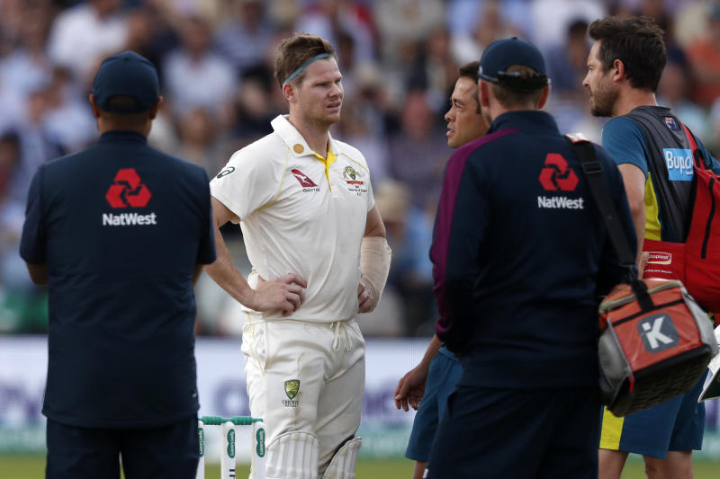 Australia's Steve Smith (2nd L) is assessed by medical staff after being hit on the neck by a ball off the bowling of England's Jofra Archer (unseen) during play on the fourth day of the second Ashes cricket Test match between England and Australia at Lord's Cricket Ground in London on August 17, 2019. (Photo by Adrian DENNIS / AFP) / RESTRICTED TO EDITORIAL USE. NO ASSOCIATION WITH DIRECT COMPETITOR OF SPONSOR, PARTNER, OR SUPPLIER OF THE ECB (Photo credit should read ADRIAN DENNIS/AFP/Getty Images)