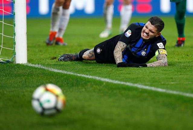 Soccer Football - Serie A - AC Milan v Inter Milan - San Siro, Milan, Italy - April 4, 2018 Inter Milan's Mauro Icardi looks dejected after missing a chance to score REUTERS/Alessandro Garofalo