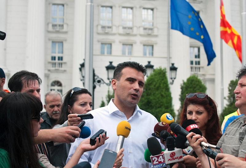 Macedonian opposition leader Zoran Zaev adresses to media in front of the Macedonian Government building in Skopje on May 27,2015 (AFP Photo/Robert Atanasovski)