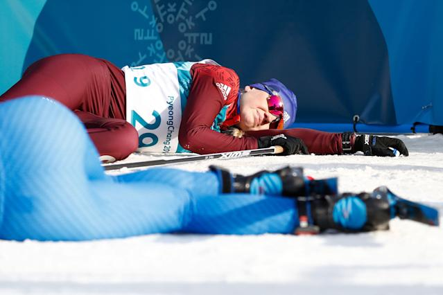 <p>Italy's Elisa Brocard (front) and Russia's Anna Nechaevskaya collapse after crossing the finish line in the women's 10km freestyle cross-country competition at the Alpensia cross country ski centre during the Pyeongchang 2018 Winter Olympic Games on February 15, 2018 in Pyeongchang. / AFP PHOTO / Odd ANDERSEN </p>