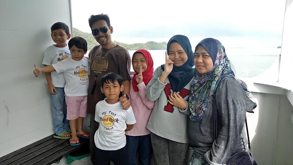 Azrul and his wife are both breadwinners and are giving their all to support their two daughters and three sons, aged between five and 15. — Picture courtesy of Azrul Hizzat Marzuki