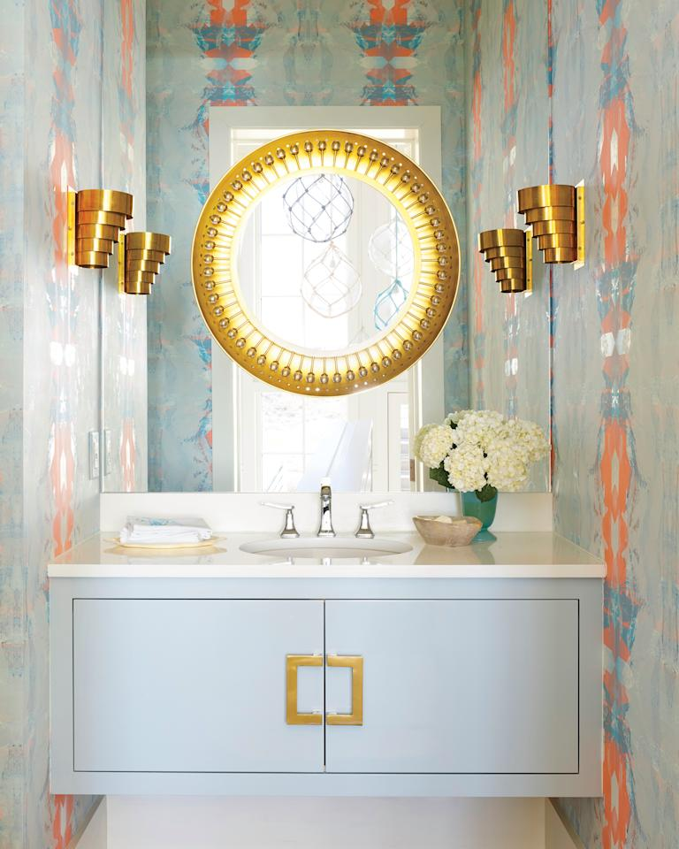 10 genius decorating ideas for small bathrooms for Room decorating ideas yahoo answers