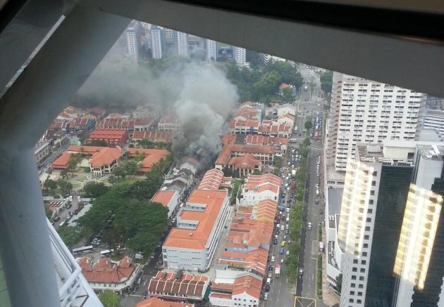 A fire broke out on the second floor of a two-storey shophouse in Aliwal Street Thursday afternoon (Photo from @eshangar via Twitter)