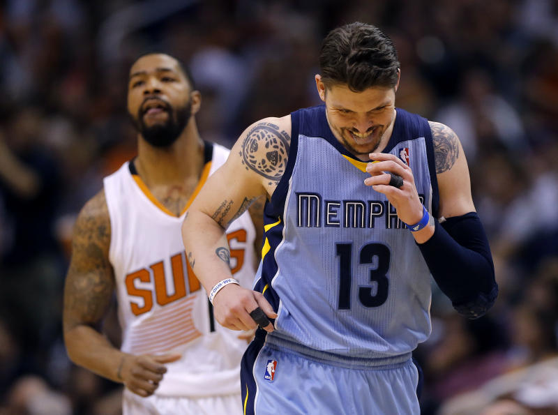 3-point threat Miller also Grizzlies' iron man