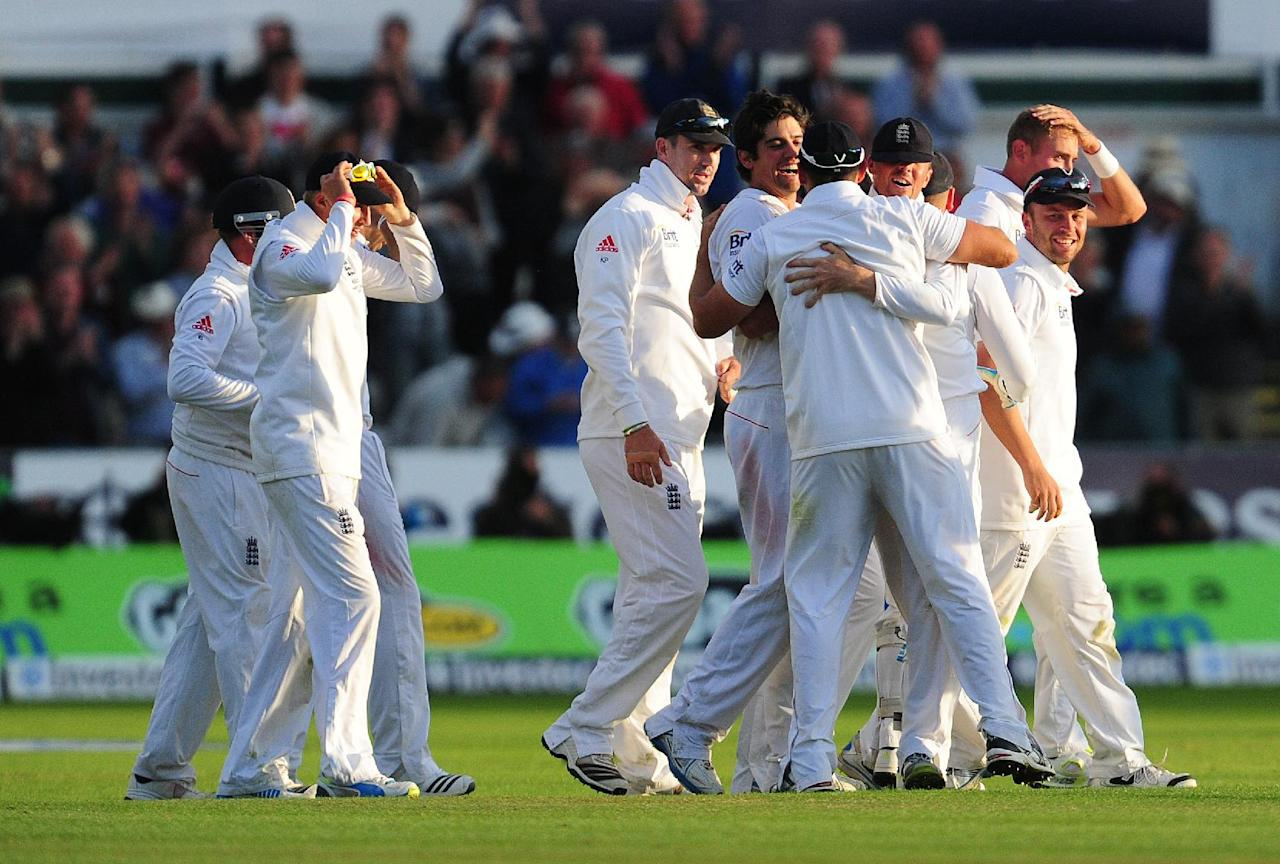 England players celebrate their victory during day four of the Fourth Investec Ashes test match at the Emirates Durham ICG, Durham.