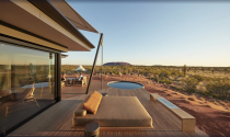 """For those who missed out on their 2020 holiday and looking to splurge on a luxe getaway, look no further than <a href=""""https://www.expedia.com/Yulara-Hotels-Longitude-131.h57865128.Hotel-Information"""" rel=""""nofollow noopener"""" target=""""_blank"""" data-ylk=""""slk:Longitude 131"""" class=""""link rapid-noclick-resp"""">Longitude 131</a>. Located in the heartland of Australia with direct views of Uluru, it's Australia's most celebrated luxury camp. Photo: Supplied/Expedia"""
