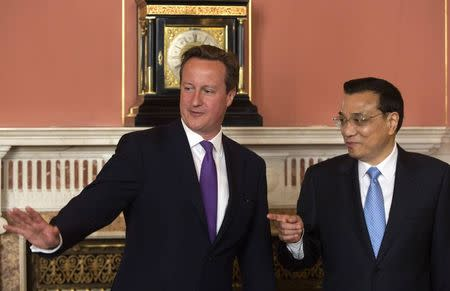 Britain's PM Cameron and Chinese Premier Li attend a signing ceremony in London
