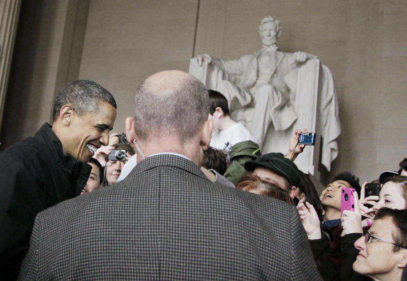 President Barack Obama visits the Lincoln Memorial at the National Mall in Washington, Saturday, April 9, 2011.  (AP Photo/Manuel Balce Ceneta)