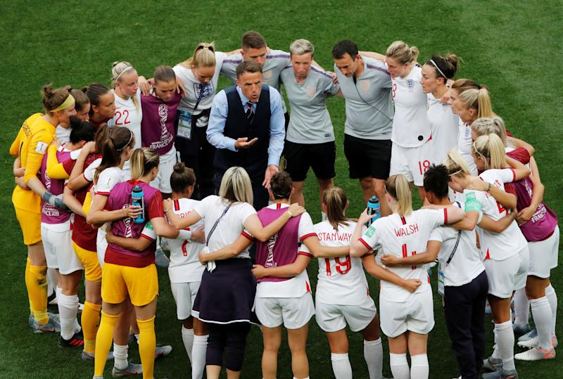 Soccer Football - Women's World Cup - Group D - England v Scotland - Allianz Riviera, Nice, France - June 9, 2019 England manager Phil Neville forms a huddle with his players after the match REUTERS/Jean-Paul Pelissier