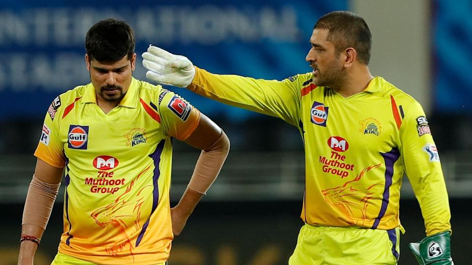 Karn Sharma and MS Dhoni during CSK's IPL 2020 match against Sunrisers Hyderabad.