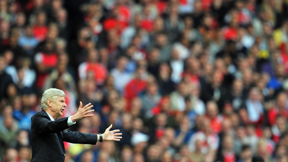 Arsenal's manager Arsene Wenger gestures during their English Premier League match against Hull City, at the Emirates Stadium in London, on October 18, 2014 (AFP Photo/Glyn Kirk)
