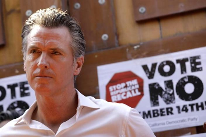 EAST LOS ANGELES, CA - AUGUST 14, 2021 - -California Gov. Gavin Newsom meets with Latino leaders to vote no on the recall at Hecho en Mexico restaurant in East Los Angeles on August 14, 2021. Governor Newsom met with volunteers who were working the phone banks calling voters to vote against the recall at the restaurant. Los Angeles City Councilman Kevin de Leon, California, California Assemblyman Miguel Santiago, California State Senator Maria Elena Durazo and other dignitaries were on hand to support the governor. (Genaro Molina / Los Angeles Times)