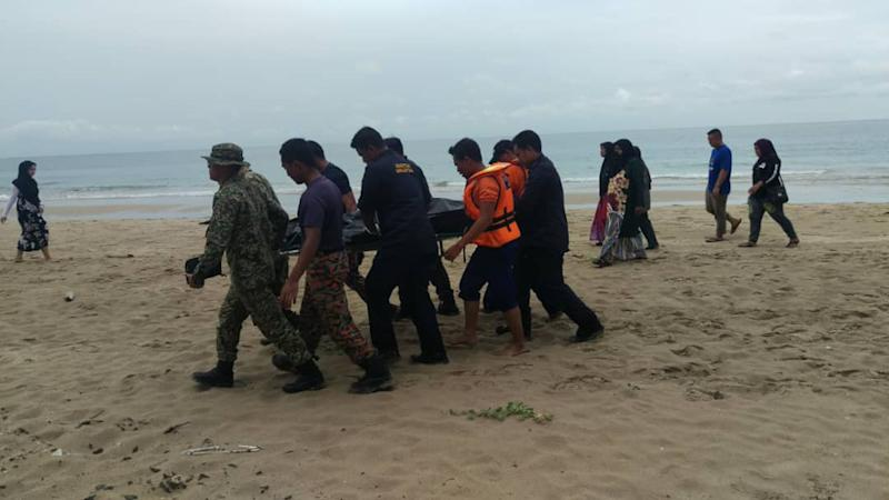 The body of Nor Rahimi Fithri Ismail, 19, the last missing teenager, was found by a search and rescue SAR team at 2.40pm, ending the search and rescue (SAR) operation. — Picture by courtesy of Malaysian Maritime Enforcement Agency (MMEA)
