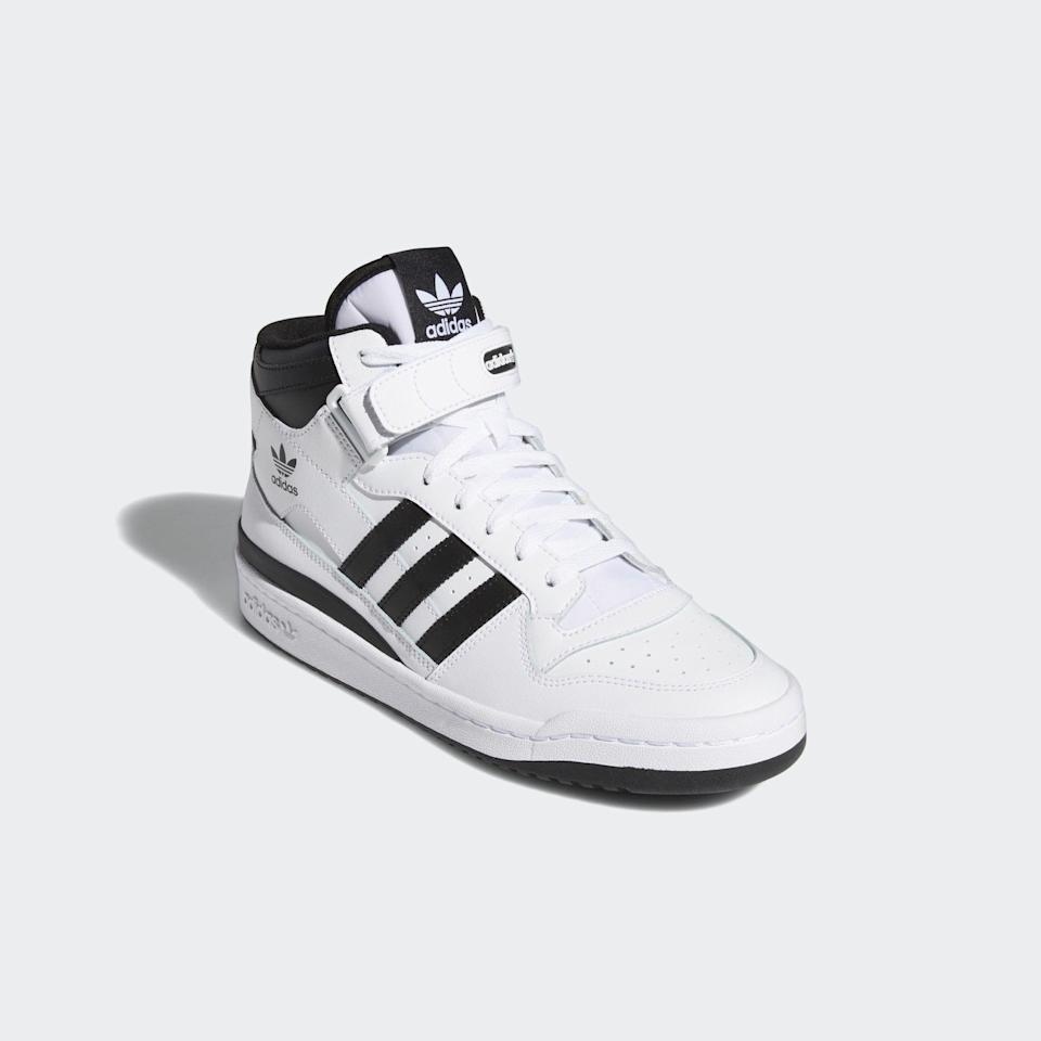 """<p><strong>Adidas</strong></p><p>adidas.com</p><p><strong>$100.00</strong></p><p><a href=""""https://go.redirectingat.com?id=74968X1596630&url=https%3A%2F%2Fwww.adidas.com%2Fus%2Fforum-mid-shoes%2FFY7939.html&sref=https%3A%2F%2Fwww.townandcountrymag.com%2Fsociety%2Ftradition%2Fg37681411%2Fprincess-diana-sweatshirt-biker-shorts-outfit-inspiration%2F"""" rel=""""nofollow noopener"""" target=""""_blank"""" data-ylk=""""slk:Shop Now"""" class=""""link rapid-noclick-resp"""">Shop Now</a></p><p>Diana's high top sneakers may appear all white, but they actually have a few black accents. These Adidas mid-rise sneakers are a similar style. </p>"""