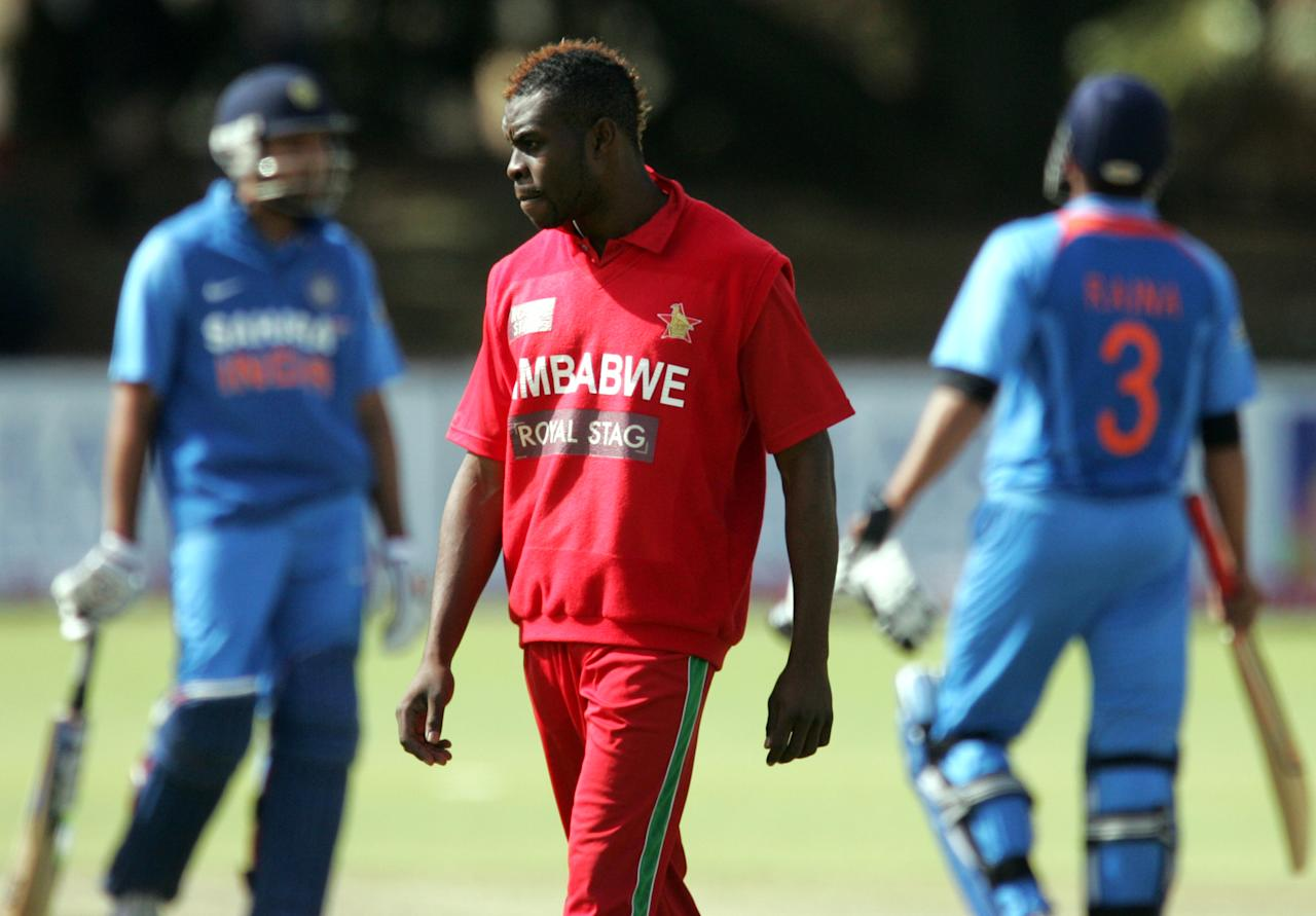 Zimbawean fast bowler Mike Chinouya (C) is pictured spotting a mohawk hairstyle during the 4th match of the 5-match cricket ODI series between Zimbabwe and India at Queen's Sports Club in Harare on August 1, 2013. AFP/PHOTO Jekesai Njikizana        (Photo credit should read JEKESAI NJIKIZANA/AFP/Getty Images)
