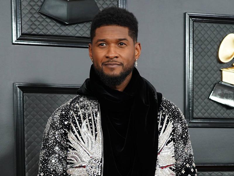 Usher pays tribute to Kobe Bryant as Los Angeles Lakers play first game since his death