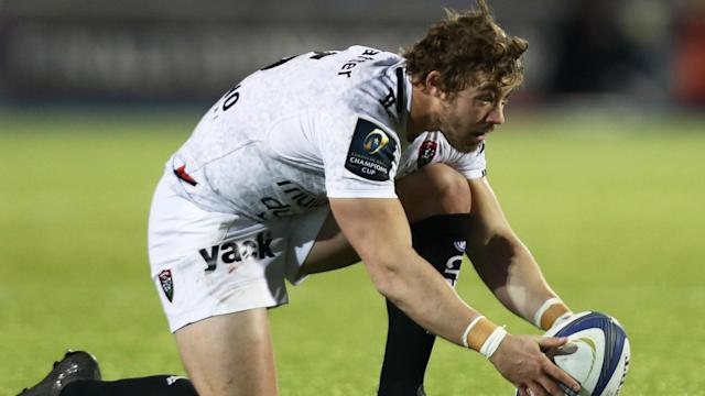 Leigh Halfpenny kicked 16 points as Toulon won 26-13 at Bordeaux Begles to seal their place in the Top 14 play-offs.