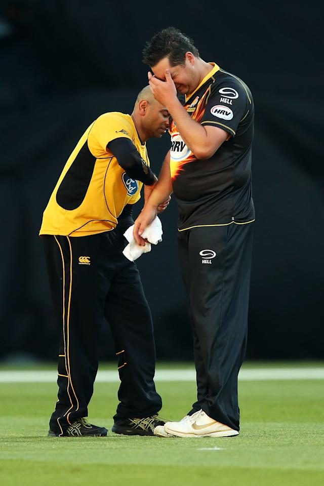 WELLINGTON, NEW ZEALAND - NOVEMBER 09:  Jesse Ryder of Wellington receives some medical attention for a hand injury during the Twenty-20 match between the Wellington Firebirds and the Canterbury Wizards at Westpac Stadium on November 9, 2012 in Wellington, New Zealand.  (Photo by Hagen Hopkins/Getty Images)