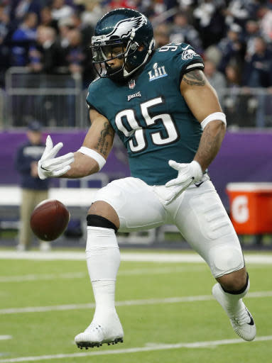 Philadelphia Eagles' Mychal Kendricks tries to catch a ball before the NFL Super Bowl 52 football game against the New England Patriots Sunday, Feb. 4, 2018, in Minneapolis. (AP Photo/Matt York)