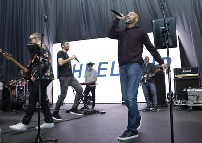 Keegan-Michael Key singing with The Barnstorm at Wheels Up members-only Super Saturday Tailgate event on February 1, 2020 in Wynwood, Miami. The seventh-annual event featured a chalk talk hosted by prominent figures in sports and entertainment and interactive partnership activations. (Getty Images for Wheels Up)